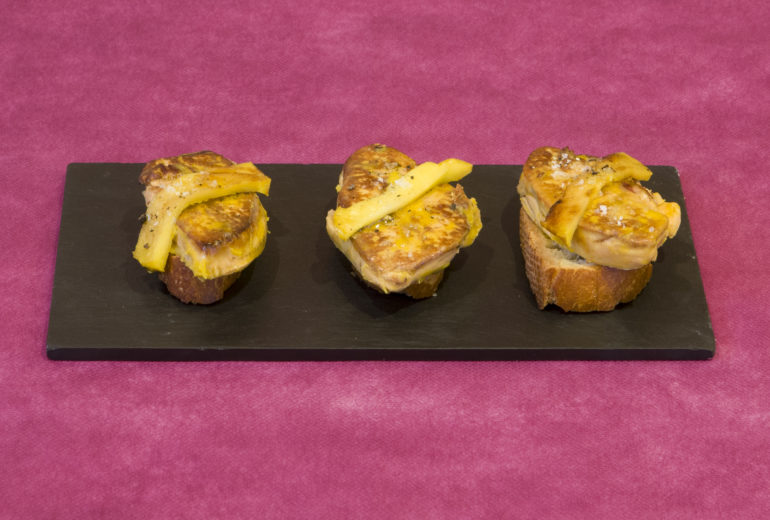 Tosta de Foie con Manzana Caramelizada